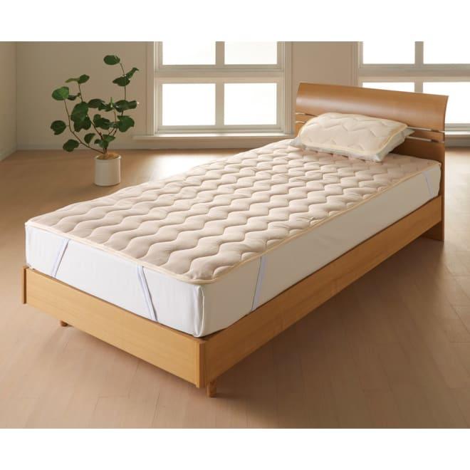 家族の寝具のニオイ対策に!フレッシュ&ドライ消臭除湿敷きパッド 敷きパッド+枕パッドのお得なセット [コーディネート例](イ)ベージュ  敷きパッド+枕パッドセット 敷きパッドと枕パッドのお得なセットで、気になるニオイやジメジメをまとめて対策。なめらかなテンセルTMの肌触りに癒されます。お手持ちの敷布団にもどうぞ。