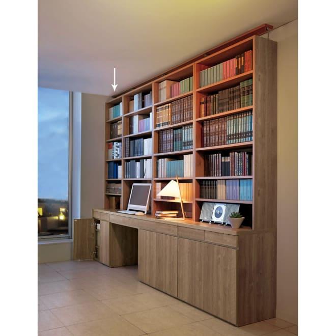 ホームライブラリーシリーズ キャビネット 幅60cm 突っ張りタイプ 使用イメージ(ア)ブラウン ※天井高さ240cm