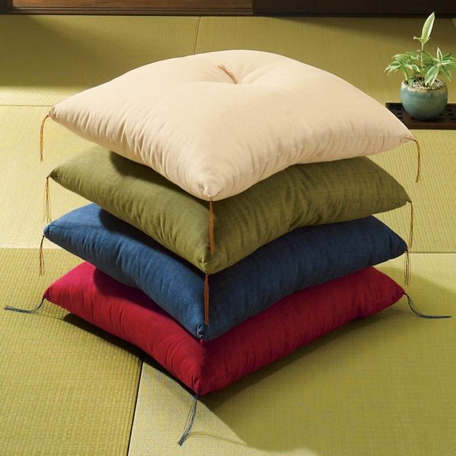 洛中高岡屋 京座布団 京の伝統的な技法が施されたこだわりの京座布団。 ※写真上から(エ)ベージュ(イ)グリーン(ウ)ネイビーブルー(ア)レッド
