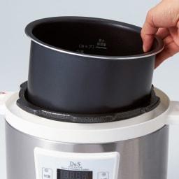 マイコン式電気圧力なべ 容量4.0L 内なべは取り外して丸洗いでき、お手入れしやすく衛生的。