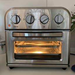 クイジナート エアフライオーブン トースター ツール付きディノス特別セット【限定800個】 調理を始めると庫内は明るくなるので調理の様子が確認しやすいです。