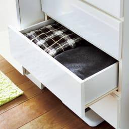 家電が使えるコンセント付き 多機能洗面所チェスト 幅30cm 引き出しはかさばるタオルの収納にぴったりです。(※写真は幅60cmタイプです)
