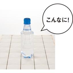 エッグタイルのバスマット 通常 一度に350mlの水を吸収し、表面はさらさら。