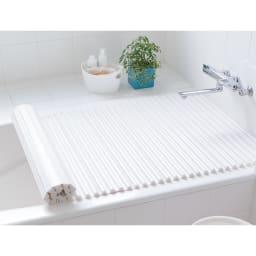 溝の奥まで洗いやすいカラーウェーブ抗菌風呂ふた 奥行70cm×幅~130cm迄 使用イメージです。イージーオーダーはシルバーのみです。