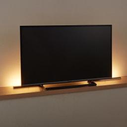 人感センサー足元LEDライト テレビの後ろなど、間接照明的に使用すればお部屋の雰囲気作りにも一役買ってくれます。