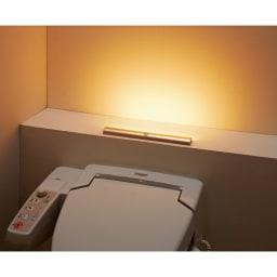 人感センサー足元LEDライト (イ)シャンパンゴールド トイレに まぶしすぎない光で、夜中のトイレの明るい光で目がさえてしまうのを防ぎます。