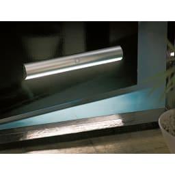 人感センサー足元LEDライト お得な2個 (ア)シルバー 玄関ドアに マグネットでスチール等の玄関に取り付けられます。