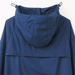 フロータス レイングッズ 新高はっ水レインコート 背中の切り返しの中は湿気を逃すメッシュ素材。