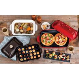 BRUNO/ブルーノ ホットプレート グランデサイズ ピザがのっているのがグランデサイズです。白い深鍋と茶色のたこ焼きプレートが入っているものは別売りのコンパクトサイズです。