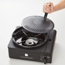 イワタニ マルチスモークレスグリル 自宅で焼き肉三昧! 付属のハンドルでプレートの着脱も簡単