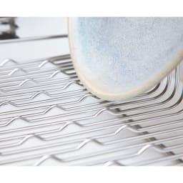 ハナウタ 皿を縦にも横にも置ける水切り ロングタイプ 底面の小さな凹凸が皿やお椀をしっかりホールド。PAT・P