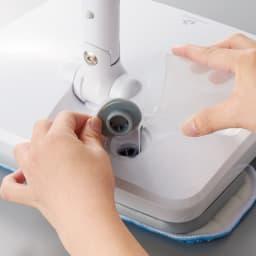 コードレス電動モップ(水スプレー機能付き) タンクへの水の注入も上から手軽にできます。