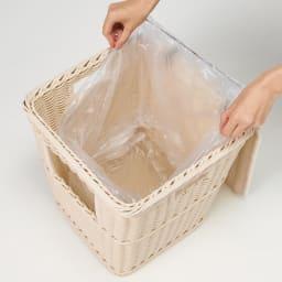 ラタン風ちょい置きダストボックス フタを開け、内側のリングにゴミ袋をセット。