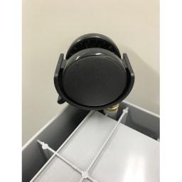 コンテナストレージボックス 専用天板&キャスターセット キャスターを取り付けた状態。コンテナを自由に動かすことができます。