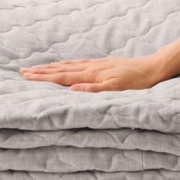 洗えるふんわりリネンシリーズ 敷きパッド 夏用の敷きパッドは薄いものが多い中、ボリュームのあるしっかり系。
