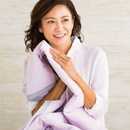 西川×ディノス クールコットン寝具シリーズ 肌掛けケット (イ)ラベンダー 「夏に気持ちいいサラッとした肌ざわり。天然素材で冷感を味わえるなんてうれしいですよね。冷たすぎないところもいいんです。」