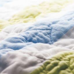 医療用の脱脂綿とガーゼを使ったパシーマ(R)EXシリーズ 先染めタイプ キルトケット ふんわりとやわらかな肌触り。このやさしさはパシーマならでは。 ※写真は10回洗濯後