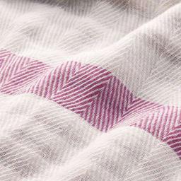 ふんわり とろける肌触り 魅惑の五重ガーゼケット シングル ふっくらやわらかな風合いはもちろん、地模様は高級感のあるヘリンボーン織のディノス企画デザイン。細部までこだわった仕立てです。