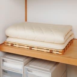 気になる湿気対策に薄型・軽量桐天然木すのこベッド 3つ折りタイプ 奥行き約64cmなので、押し入れにもぴったり収納できます。