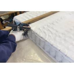 省スペース対応コンパクトチェストベッド(国産ボンネルコイルマットレス付き) ショート(長さ184cm) 熟練した職人の丁寧な手作業で裁断、縫製。枠線が入ることで型崩れを抑え、マットレスの端に座った時にも安定します。