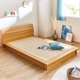 天然木調ヘッドボード付き細すのこローベッド(ボンネルコイルマットレス付き) (イ)ダークブラウン クイーンサイズは80cmのマットレスを2枚使用。