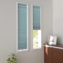 遮光・遮熱ハニカム構造の小窓用シェード(つっぱりポール付き) (エ)グレイッシュブルー