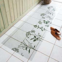 塩ビプリント キッチンマット 〈スタンディングフラワー〉 (イ)モスグリーン ※写真は約60×180cmタイプです。