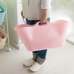 洗濯物の仕分けに便利 大きなバスケットのランドリーワゴン 4段 取っ手がついているので持ち運びにも便利です。