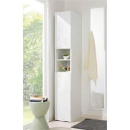 組立不要 自由に使える快適収納庫 幅45奥行35cm 扉を閉めるとすっきり美しい光沢感のある仕上げ。清潔感が大事な水まわり収納にぴったりです。(※写真は幅30cm・奥行45cmタイプ)