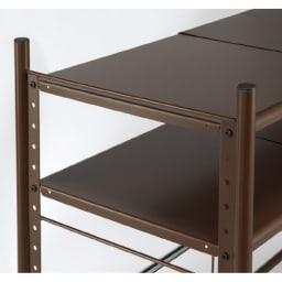 幅と高さが伸縮するキッチンラック 3段 可動棚板は3.5cmピッチで高さ調節できます。