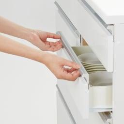 幅オーダー光沢カウンターシリーズ 扉引き出しタイプ ロータイプ(高さ87cm) 幅80~160cm(幅1cm単位オーダー) スッキリとしたワイド取っ手は、手がかけやすく開閉スムーズ。