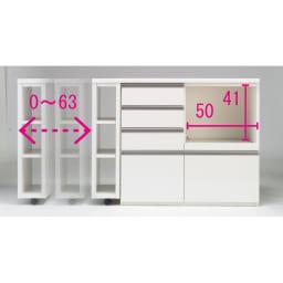 幅調節可能!スライド伸長式カウンター 幅91~126cm 引き出しタイプ 天板はキャスター付きで左右どちらにでもスライド移動が可能です。キャスターは2つともストッパー付きで、天板が動きにくく安心です。※天板は本体に35cm以上重ねてお使いください。(※写真は家電収納・幅119~182cmタイプ)