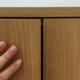 配線すっきりカウンター下収納庫 4枚扉 《幅120cm・奥行25cm・高さ77~103cm/高さ1cm単位オーダー》 扉はプッシュ式。取っ手がなくすっきりとしたおしゃれなデザイン。