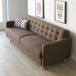 デザインにこだわったソファベッド 幅176cm奥行70cm たっぷりとしたソファですが、奥行はコンパクトな70cm。(イ)ダークブラウン