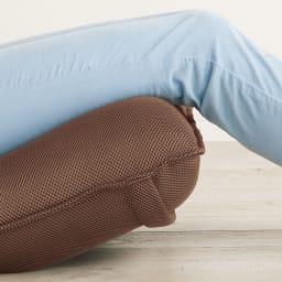 「サイズを選べる」腰にやさしいリラックスチェアII 専用洗えるカバー付き 腰をサポートする特許構造 芝浦工大とメーカーが共同研究した快適設計のチェアです。膝裏にフィットして支えるサポート付き。足元ラクラク。脚部