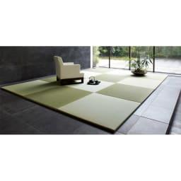 へりなしフロア畳 3畳用(6枚組)[い草ラグ] 畳の目を互い違いにするようにおけば写真のような市松模様に。