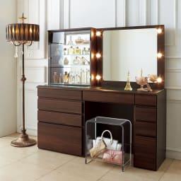 美しく飾ってしまえる クリア アクリルスツール (ドレッサースツール) クリアなので、どんな色の家具にもスタイリッシュになじみます。