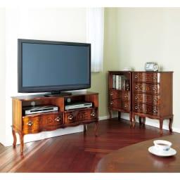 イタリア製 猫脚 象嵌シリーズ テレビ台 幅111cm  家族だんらんの時間を一層優雅なイタリア家具の空間でお楽しみください。