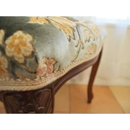 イタリア製金華山織シリーズ スツール まるで花束のような生地。光の当たる角度でイメージが変わります。煌めきが特徴。