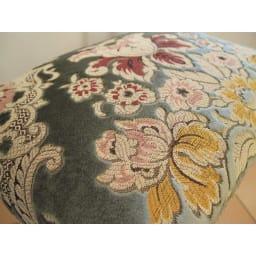 イタリア製金華山織シリーズ スツール ふっくらとしたコイルスプリング仕様の座部が、贅沢な座り心地を実現。