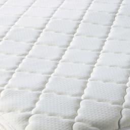 シャビーシックフレンチベッド ポケットコイルマットレス付き 伸縮性の高いニット生地で包むことで、しっかりとしたポケットコイルの寝心地に適度な柔らかさを加えました。