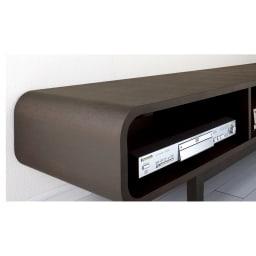 曲面加工のラウンドシェルフシリーズ テレビ台1段2連 幅120cm 高さ34cm脚付きタイプ 貼り合わせたタモ材のつなぎ目がほとんど分からないほど美しい仕上げの曲面加工。