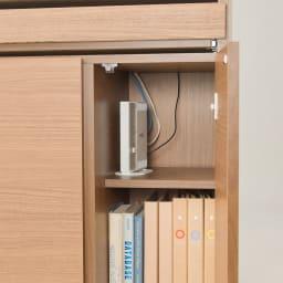 パーソナルリビングPCデスクキャビネット 幅85cm 天板奥から下にコードを落とせます。(※仕様見本です。お届けの色とは異なります)