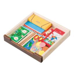 大きくなって長く使える高級感ある天然木仕様ランドセルラック・カバンラック 文房具は整理しやすい浅引出しに収納。