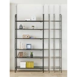 壁面を有効活用できる 幅伸縮 頑丈ラック 突っ張り3段 幅伸縮式で置きたい場所にぴったり。スペースや下に置く家具、収納したい物の量に合わせて、無段階で幅を調節できます。本体幅約98~160cm。(※写真は6段タイプ)