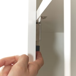 鍵付き本棚ハイタイプ 幅80奥行45高さ180cm 左の扉は、内部にあるストッパーを解除して開きます。鍵は2本が付属。