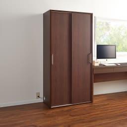 掃除機もしまえる引き戸本棚 ハイタイプ(幅74高さ180cm) 使用イメージ:(イ)ダークブラウン ※写真は幅90cmタイプです。