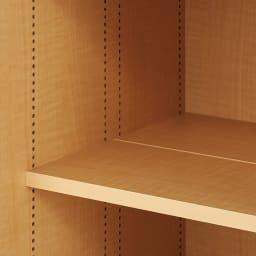 掃除機もしまえる引き戸本棚 ミドルタイプ(幅90高さ125cm) 可動棚板は1cm間隔で細やかに高さ調節できます。収納物に合わせて無駄なスペースなく効率的に収納できます。