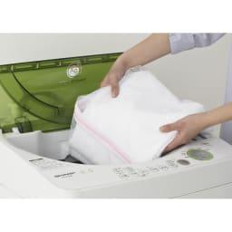 上下・左右カーテン付き ホワイトハンガーラック 引き出し付き・ロータイプ(幅170~238cm) カーテンは洗濯ネットを使用して丸洗いが可能です。