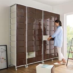 家族の衣類を一括収納 大量収納タワーチェスト 3列・9段タイプ 横に並べて設置すれば家族の衣類を一か所にまとめることができます。ウォークインクローゼットにもおすすめです。 ※左から1列・10段、2列・10段、3列・10段です。